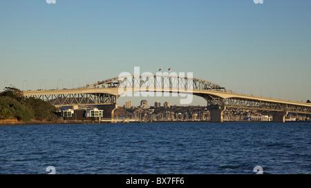 Auckland Harbour Bridge, Nordinsel, Neuseeland. - Stockfoto