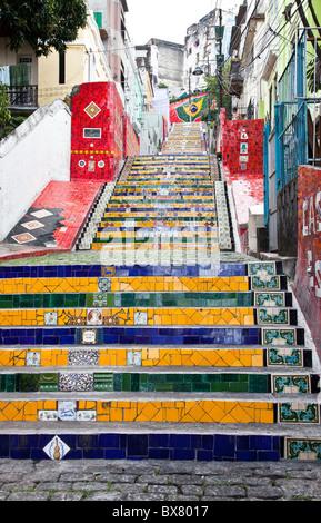 Escadaria Selarón (Selaron Treppe), eine Touristenattraktion, buntes Mosaik Fliesen, im Bereich Lapa, Rio De Janeiro, - Stockfoto