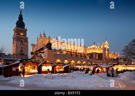polen krakau krakau weihnachten markt traditionelle polnische speisen stall oscypki polnisch. Black Bedroom Furniture Sets. Home Design Ideas