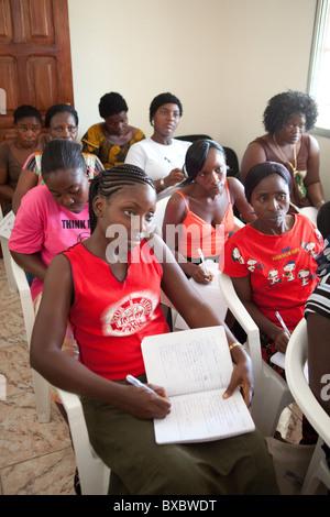 Community Health Volunteers besuchen eine Ausbildung in Monrovia, Liberia, Westafrika. - Stockfoto