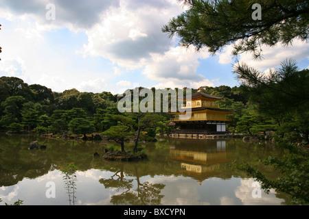 Tempel des goldenen Pavillons in Kyoto Japan 2010 - Stockfoto
