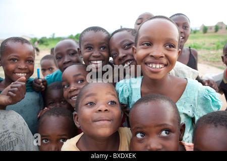 Kinder in Dodoma, Tansania, Ostafrika. - Stockfoto