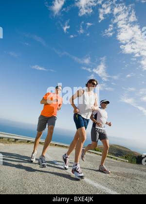 Läufer auf einer Straße in Malibu - Stockfoto