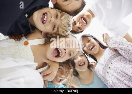 Gruppe von aufgeregten jungen Kinder - Stockfoto