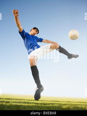 Fußball Spieler munter - Stockfoto