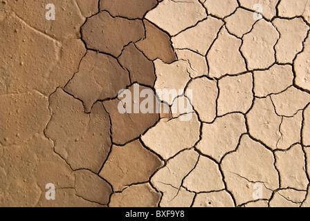 rissigen Boden Schlamm produziert durch die Trocknung - Stockfoto