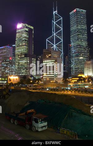 Die erstaunliche Hong Kong Skyline wie gesehen von Kowloon. Die imposante Strukturen gehören Bank of China,