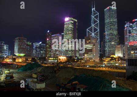 Die erstaunliche Hong Kong Skyline wie gesehen von Kowloon. Die imposante Strukturen gehören Bank of China, - Stockfoto