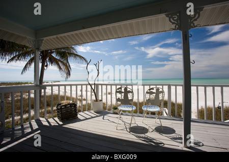 Küste und Strand vom Deck des Ferienhauses, Anna Maria Island, Florida - Stockfoto