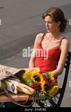 Montreal, Kanada. Junge Frau bei Jean Talon Market, Montreal, Quebec, Kanada. - Stockfoto