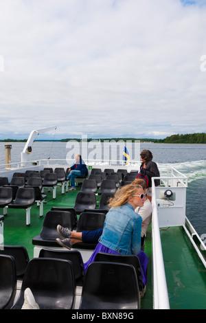 """Passagiere auf einem Schiff in der """"Archipel von Stockholm"""", Schweden. - Stockfoto"""