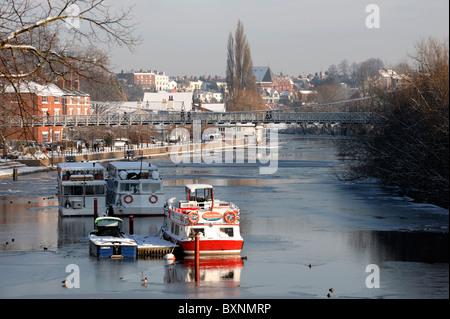 Boote auf dem Fluss Dee Chester - Stockfoto