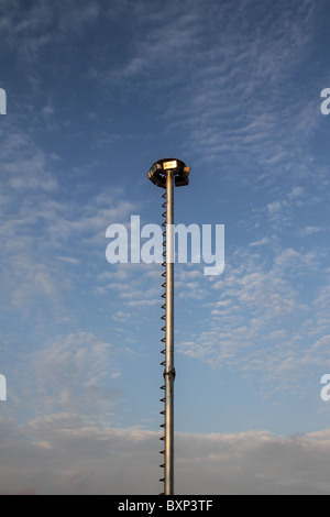 Hohen Mast Licht - Straßenlaterne, eine sehr hohe auf den Türmen - Stockfoto