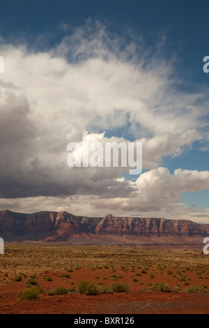 Vermillion Cliffs auf der Freitreppe des Colorado-Plateaus am Glen Canyon in der Nähe von Lees Ferry bei Page Arizona - Stockfoto