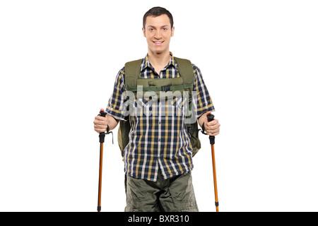 Ein Mann in der Sportswear mit Rucksack und Wanderstöcken - Stockfoto