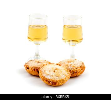Hausgemachte Mince Pies und zwei Gläser Amontillado Sherry, UK - Stockfoto