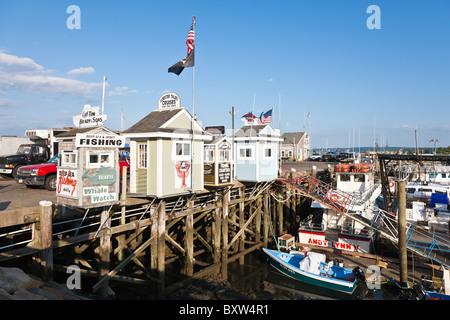 Cruise und Angeln Charter-Unternehmen in der Stadt Wharf in Plymouth Massachusetts - Stockfoto