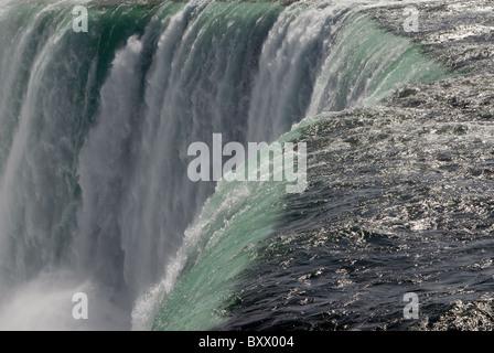 """Der """"Horseshoe Falls"""" Teil von Niagara Falls in Ontario, Kanada, an einem sonnigen Herbsttag. - Stockfoto"""