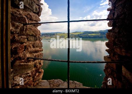 Blick auf den See Czorsztynskie von der Burg Czorsztyn, Polen - Stockfoto