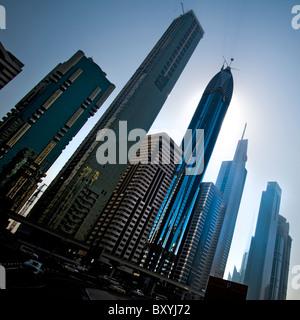 Ein Blick auf die Hochhäuser in Dubai - Stockfoto