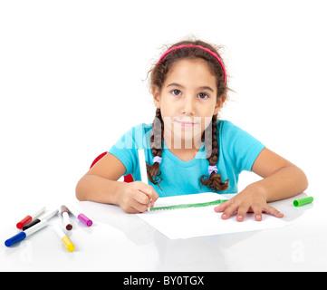 kleines Mädchen zeichnen isoliert auf weiss - Stockfoto
