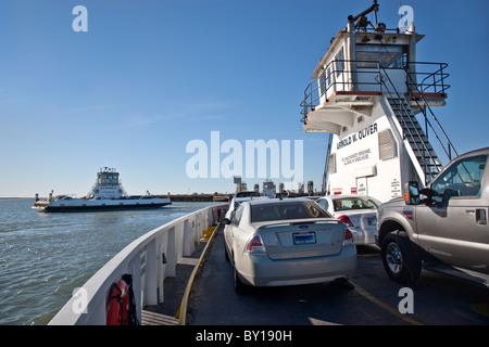 Port Aransas Fähre Fahrzeuge tragen. - Stockfoto