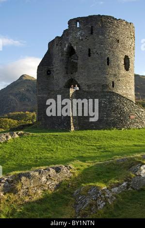 VEREINIGTES KÖNIGREICH; Nordwales; Snowdonia;  Ein paar Sehenswürdigkeiten auf Burg Dolbadarn, Llanberis. (MR) - Stockfoto