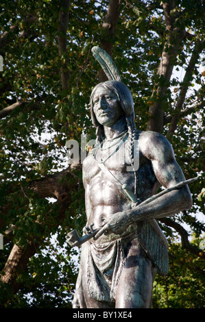 Statue von Indian Chief Massasoit in der schönen Stadt Plymouth Massachusetts USA - Stockfoto