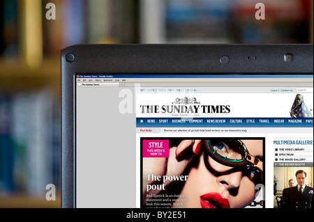 Die Sunday Times Online Edition angezeigt auf einem Laptopcomputer, UK - Stockfoto