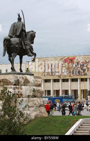 Albanien Tirana Tirana Reiterstatue von George Castriot Skanderbeg, dem albanischen Nationalhelden außerhalb des - Stockfoto