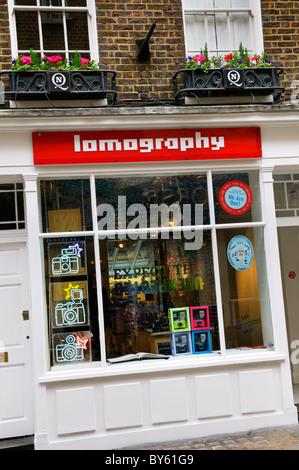 Lomography Gallery Store, Carnaby Street, London, UK. (Ein Fachgeschäft experimentelle analoge Fotografie gewidmet.) - Stockfoto