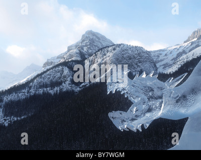 Eis-Skulptur aus dem Ice Magic Festival in Lake Louise, Banff, Alberta, Kanada. - Stockfoto