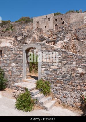 Zerstörte Gebäude auf der Insel Spinalonga, Crete - Stockfoto
