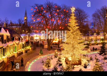 weihnachtsb ume und lichter in kopenhagen d nemark city park f r weihnachten dekoriert. Black Bedroom Furniture Sets. Home Design Ideas