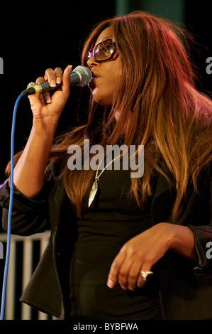 Englische Soul und Gospel-Sängerin Glimmer Paris auf dem Cheltenham Jazz Festival - Stockfoto
