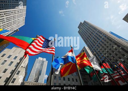 Fahnen am Rockefeller Center, Rockefeller Plaza, New York - Stockfoto