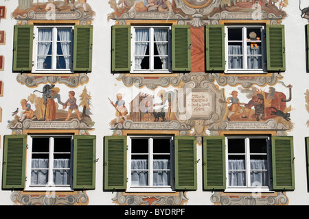 fassade mit lueftlmalerei wandmalereien fenster und fensterl den h nsel und gretel heim. Black Bedroom Furniture Sets. Home Design Ideas