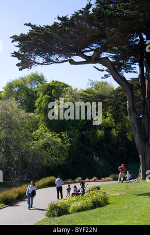 Besucher außerhalb das Exploratorium in San Francisco, Kalifornien, USA. - Stockfoto