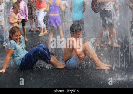 Londoner Southbank, Sommer-Brunnen - Stockfoto