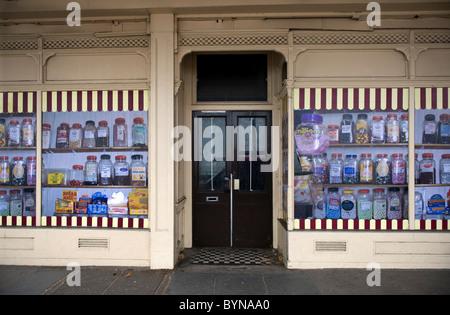 Margate, der Küstenstadt in Kent, Großbritannien. Die Stadt leidet unter einer verblassten Ruhm. Geschäfte sind - Stockfoto