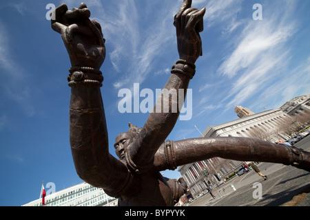 Drei Köpfe, sechs Arme Statue vor der San Francisco City Hall. - Stockfoto