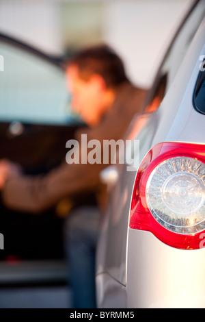 Mann aus Auto. Schweden - Stockfoto