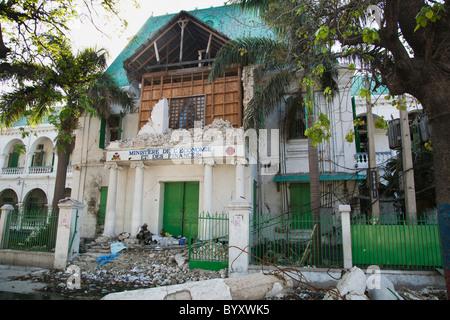 Das Gebäude des Ministère de l'Économie et des Finanzen nach dem Erdbeben; Port-au-Prince, haiti - Stockfoto