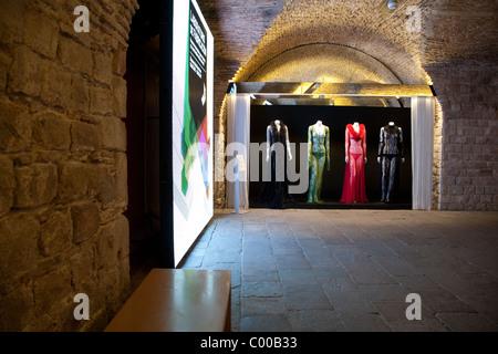 Innenraum des Museu Textil ich de Indumentaria - Textil und Mode Museum, La Ribera in Barcelona, Katalonien, Spanien - Stockfoto