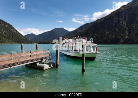 Motorschiff MS Wilhelm, Plansee See, Ammergauer Alpen, Tirol, Österreich - Stockfoto