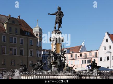Augustusbrunnen Brunnen auf dem Rathausplatz, Augsburg, Schwaben, Bayern, Deutschland, Europa - Stockfoto