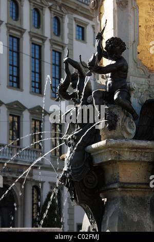 Detail der Augustusbrunnen-Brunnen auf dem Rathausplatz, Augsburg, Schwaben, Bayern, Deutschland, Europa - Stockfoto