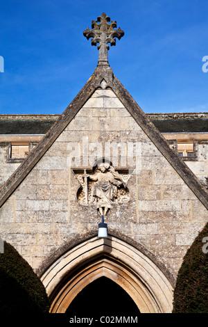 Detail der Eingang zum St. Katharine Kirche in Dorf Holt, Wiltshire, England, Großbritannien - Stockfoto