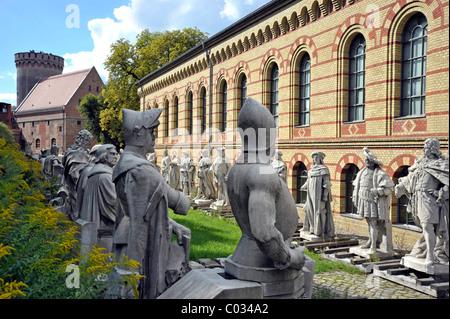 Juliusturm und Arsenal, Statuen von Boulevard der Siegesallee im Berliner Tiergarten, Zitadelle Spandau, Berlin
