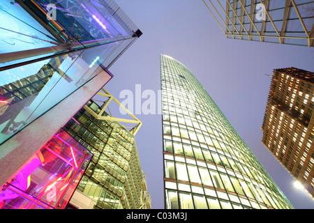 Beleuchteter Hochhäuser am Potsdamer Platz-Platz, Berlin, Deutschland, Europa - Stockfoto